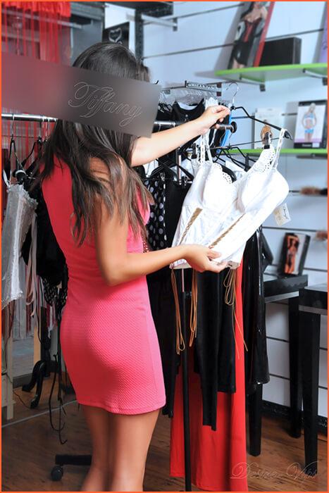 Tiffany escort vip de alto standing con pechos naturales.