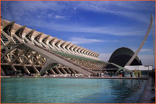 Valencia luxus elkíséri.