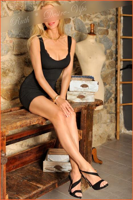 Ruth Begleiter in Spanien blonde Haare.