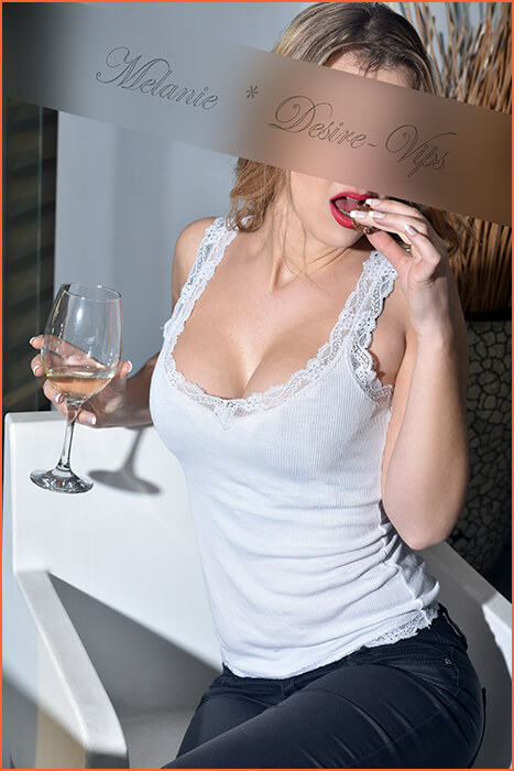 Melanie French luxury escort in Barcelona and travel.