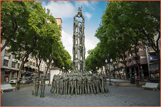 Tarragona ylellisyyttä saattajia.