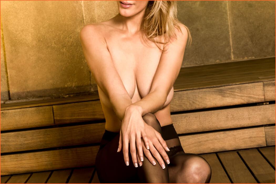 Amanda mfano wa lingerie nzuri.